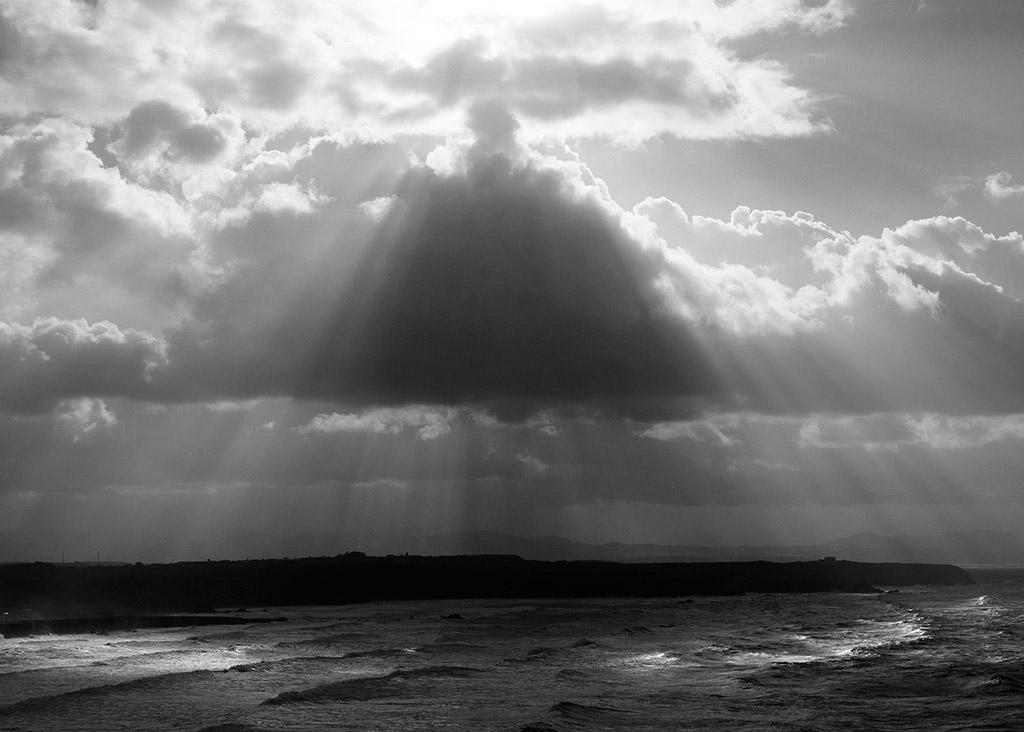 sol nubes y mar asturias