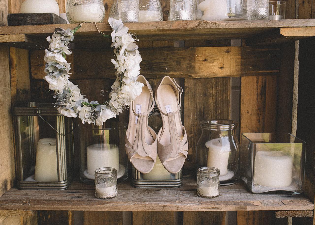 detalles boda en oviedo zapatos tocado novia