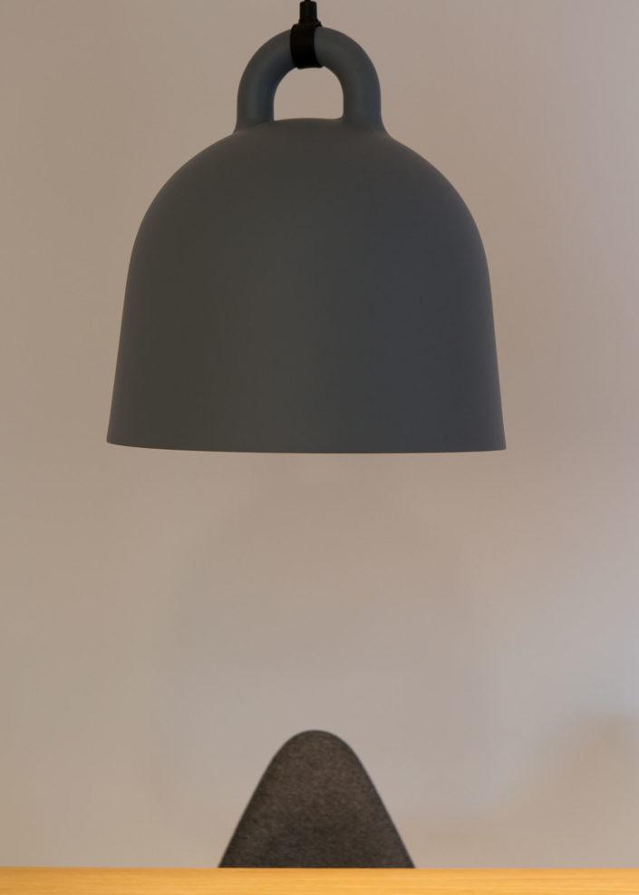 arquitectura de interior y diseño lampara y silla