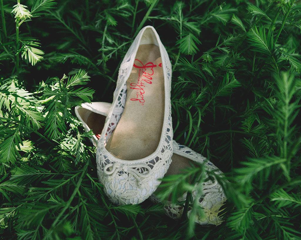 boda en un bosque de sequoias california zapatos