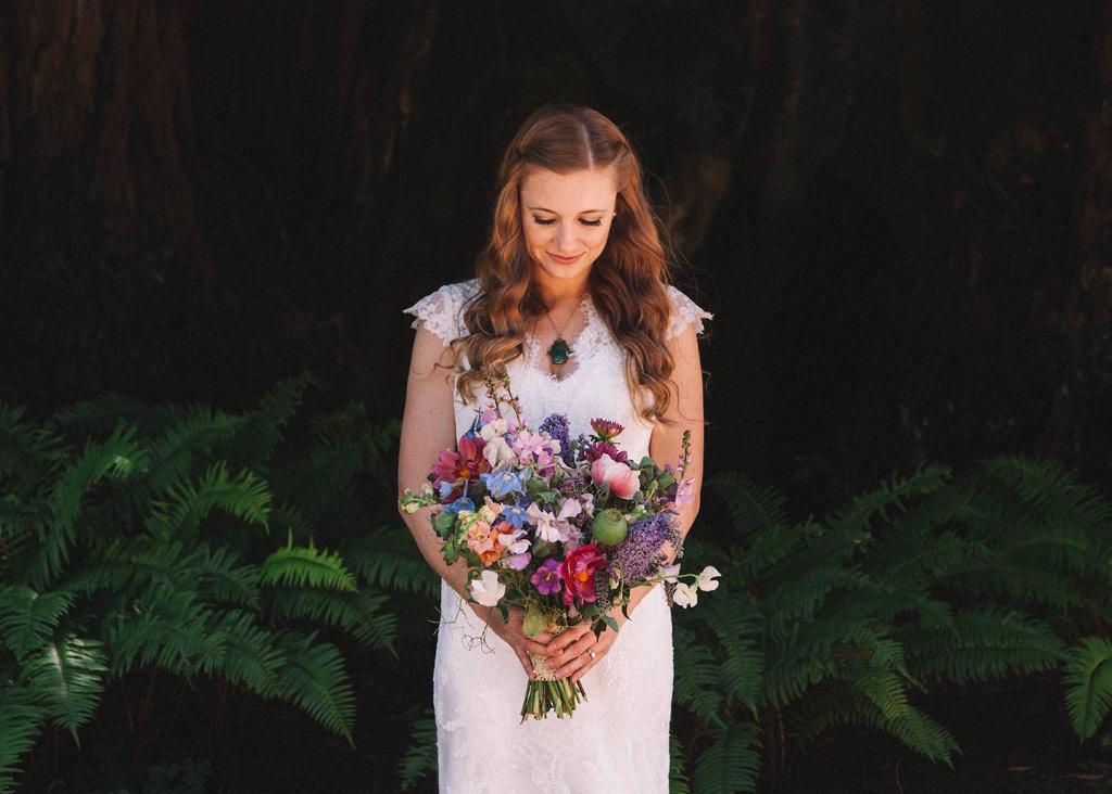 novia con ramo en boda en california by oliveira foto fotografo de bodas
