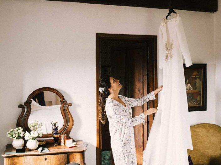 novia y su vestido de boda de covadonga plaza oviedo