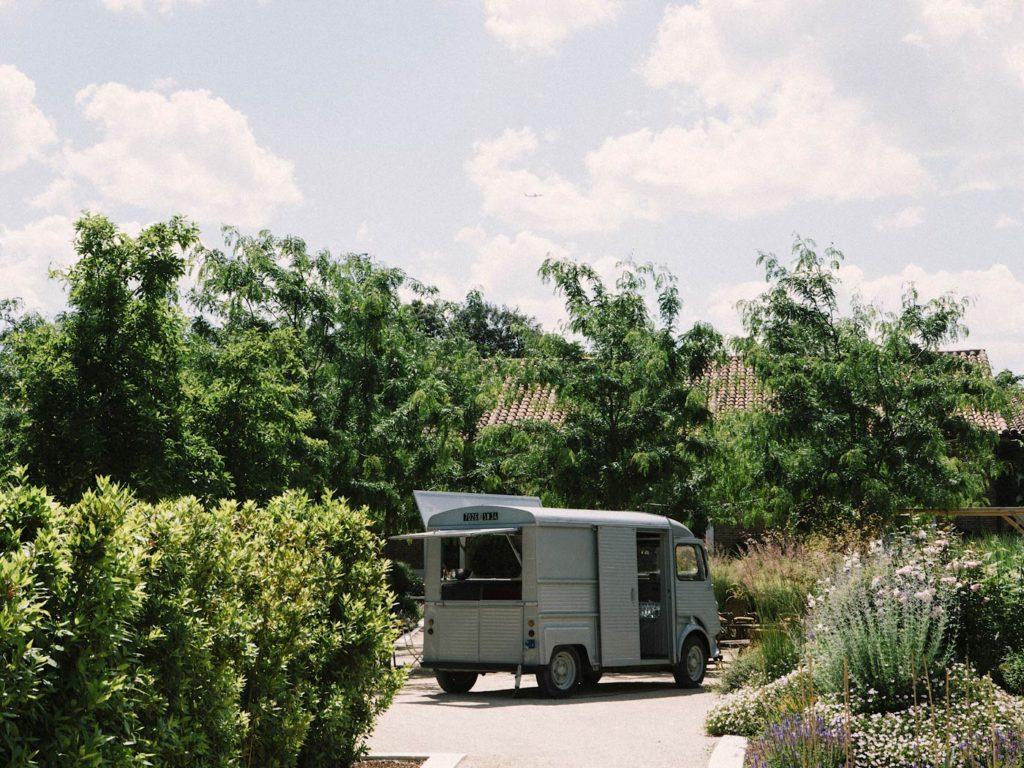 furgoneta en jardines de fica las tenadas
