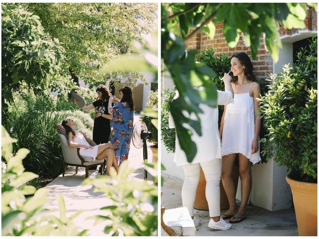 novia maquillándose en boda en madrid en finca las tenadas