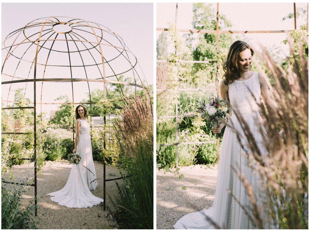 novia ramo y vestido en Finca las tenadas en Madrid