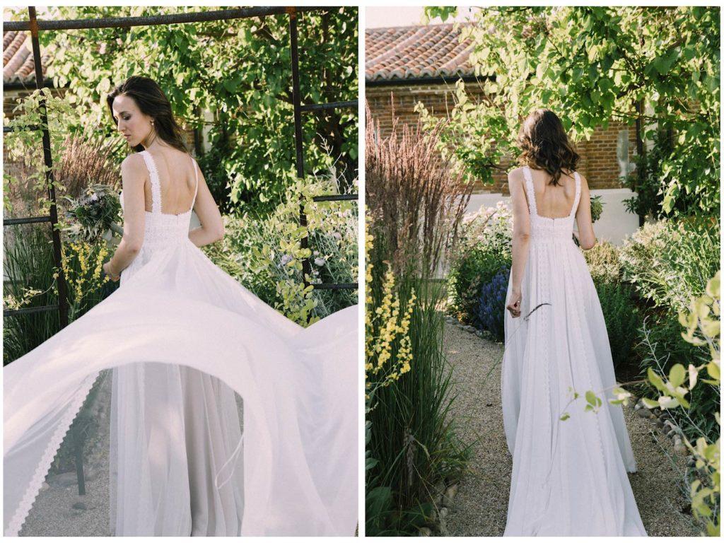 novia con vestido de rosa clará de espaldas