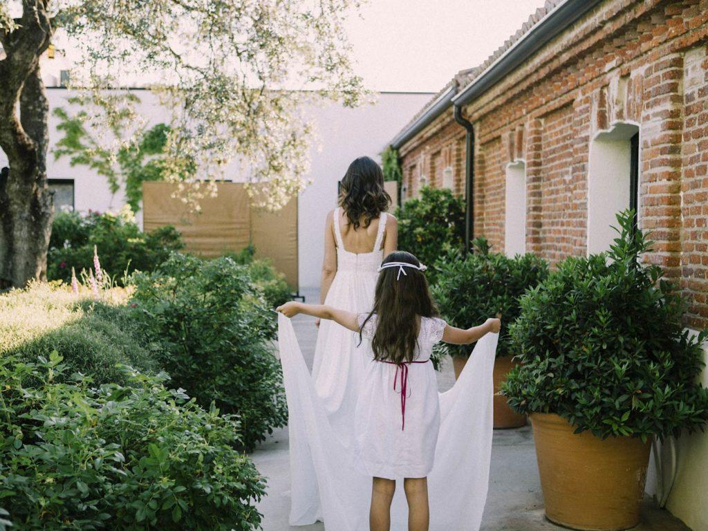 novia y su vestido de rosa clará en finca las tenadas
