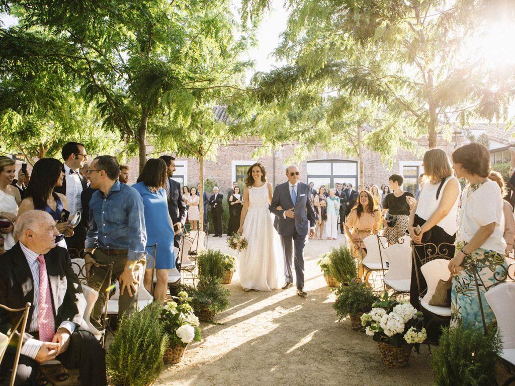 novia y padre llegando a boda en finca las tenadas