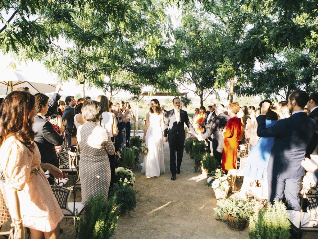 recién casados boda exterior en madrid